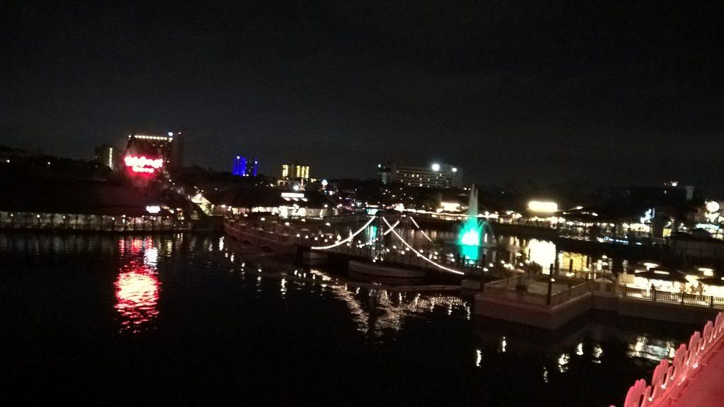 Beeindruckender Blick vom Schiff des Crub House auf das Disney World bei Nacht.